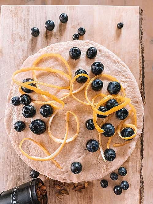 Blåbærlagkage med citron og kardemomme